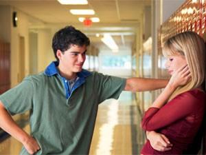 पत्नी से बात करते हुए ये गलती तो नहीं कर रहें आप